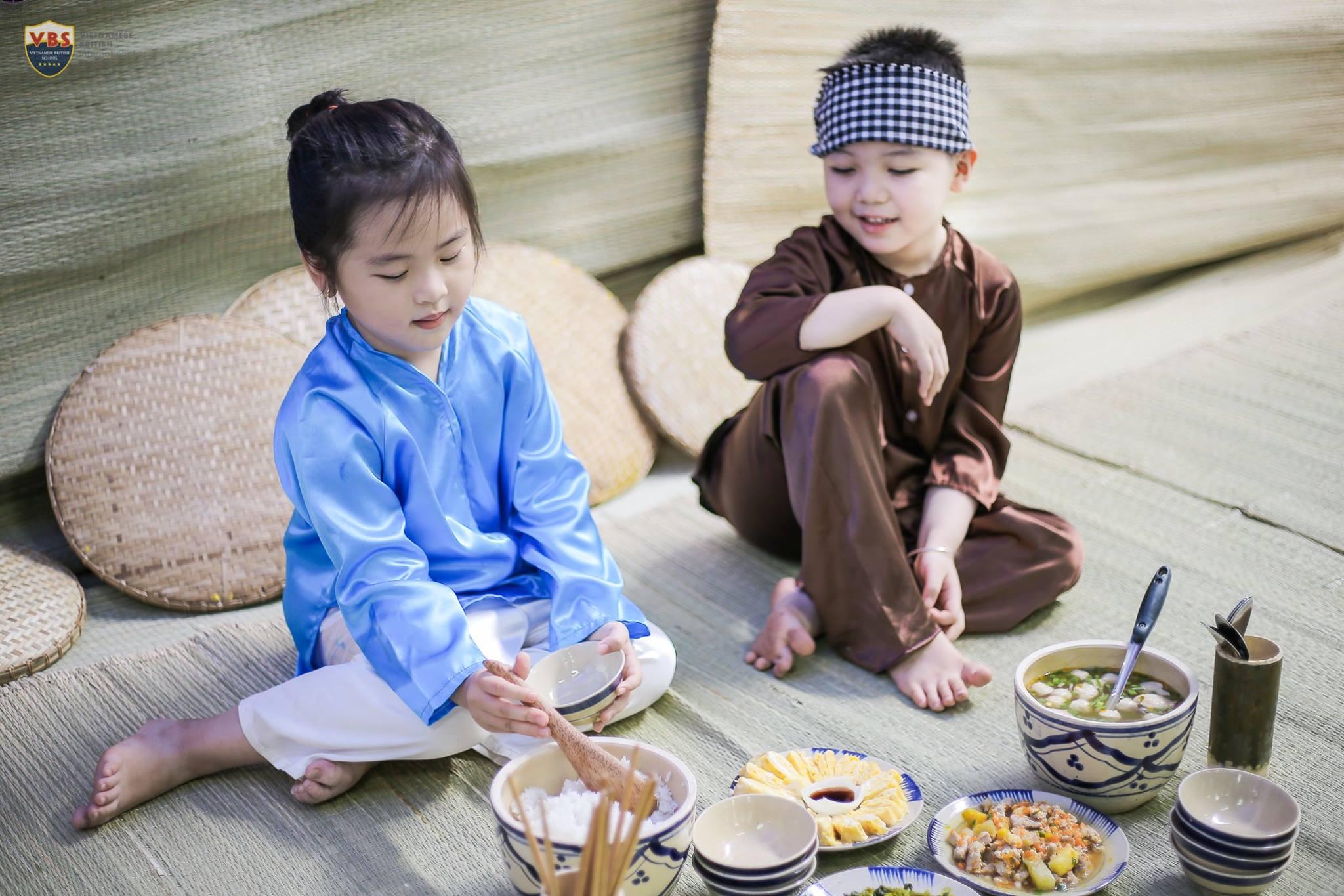 thưởng thức cơm quê ý nghĩa cùng gia đình VBS